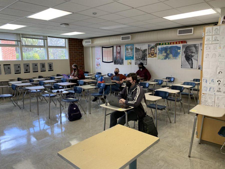 A hybrid learning classroom